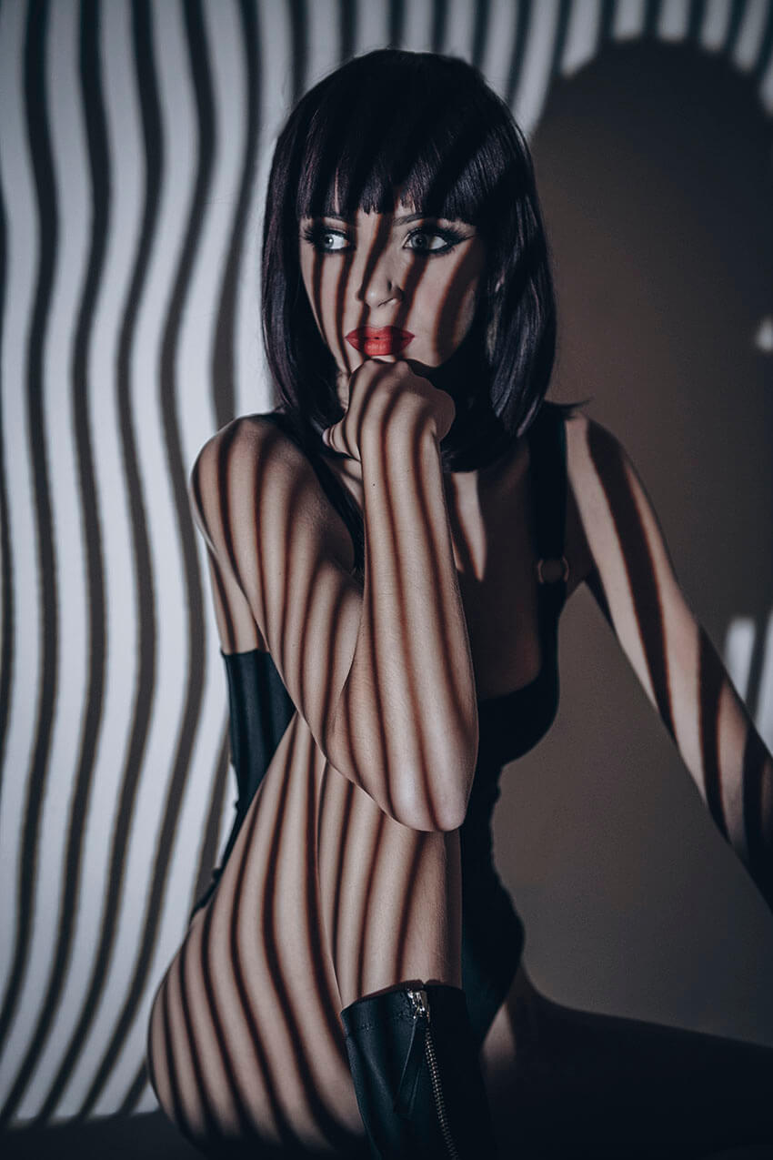 Model Photoshoot - With Projector Photography in Low Lighting